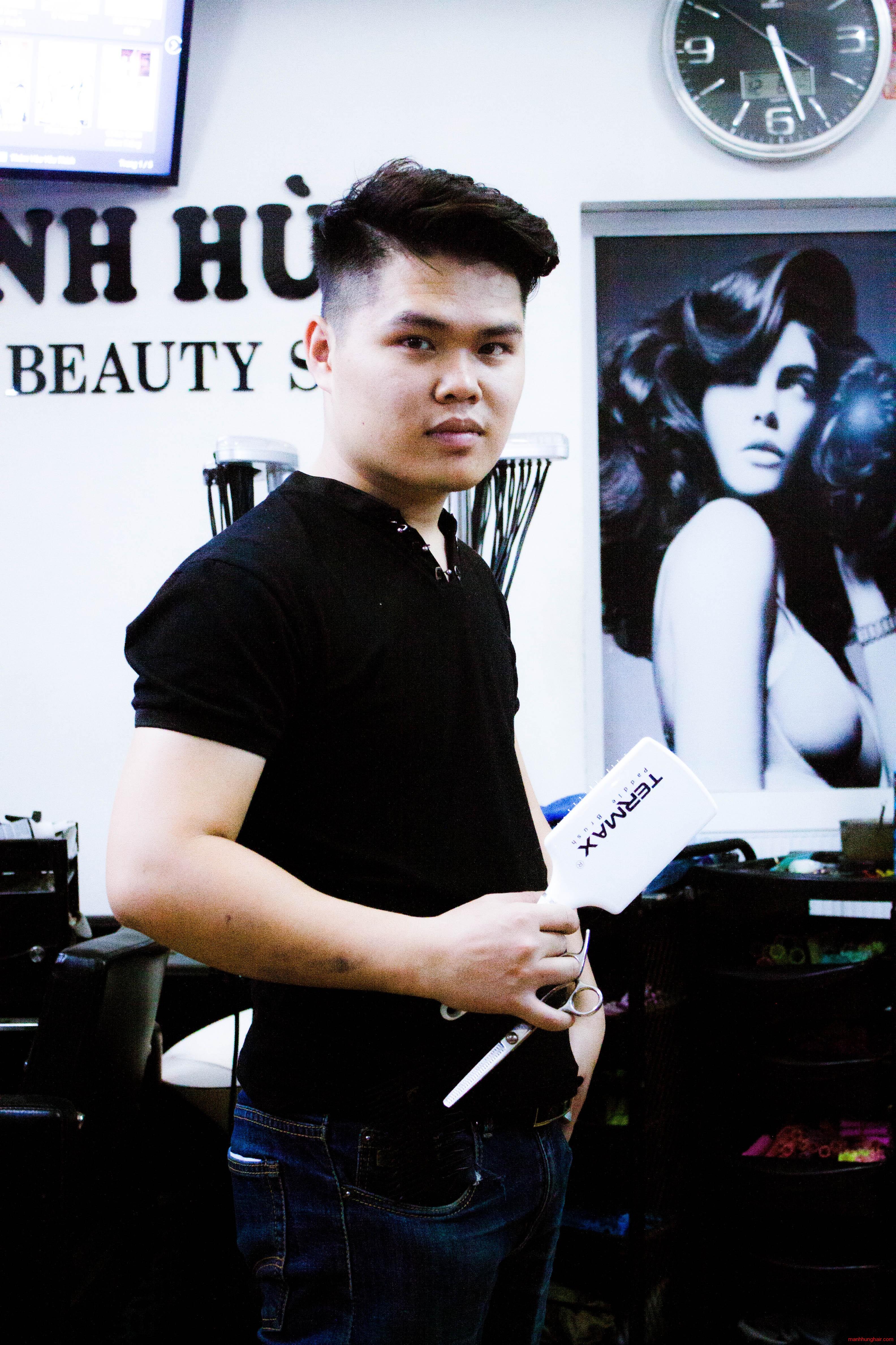 nghệ sĩ tóc mạnh hùng